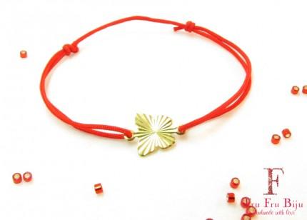 Bratara-snur-rosu-pandantiv-fluture-placat-aur