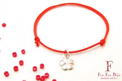 Bratara-snur-rosu-pandantiv-floare-placat-argint
