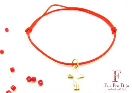 Bratara-snur-rosu-pandantiv-cruce-placat-aur