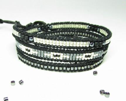 bratara-argintie-margele-mici-snur-piele-femei